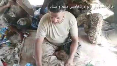Photo of العميد سيف القفيش بعد وقوعه بالأسر